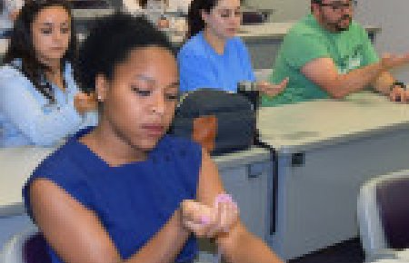 Students practice mindfulness in Peak Performance program at Southwestern